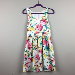Everly pretty pleated floral dress